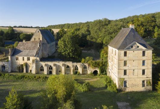 Une abbaye entre Tours et Le Mans